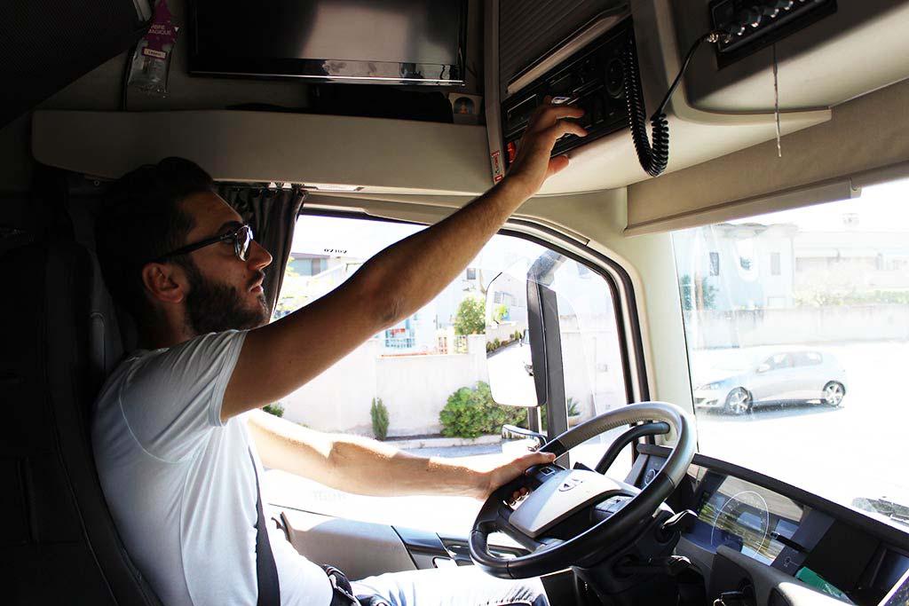 Camionista Guzzo cabina